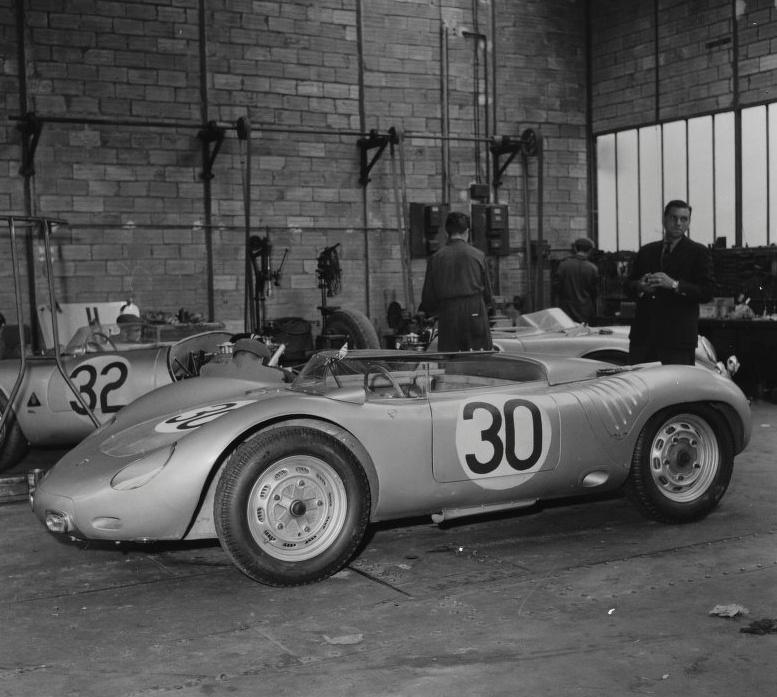 Teloch porsche team garage 1951 1981 porsche cars history for Garage jean behra